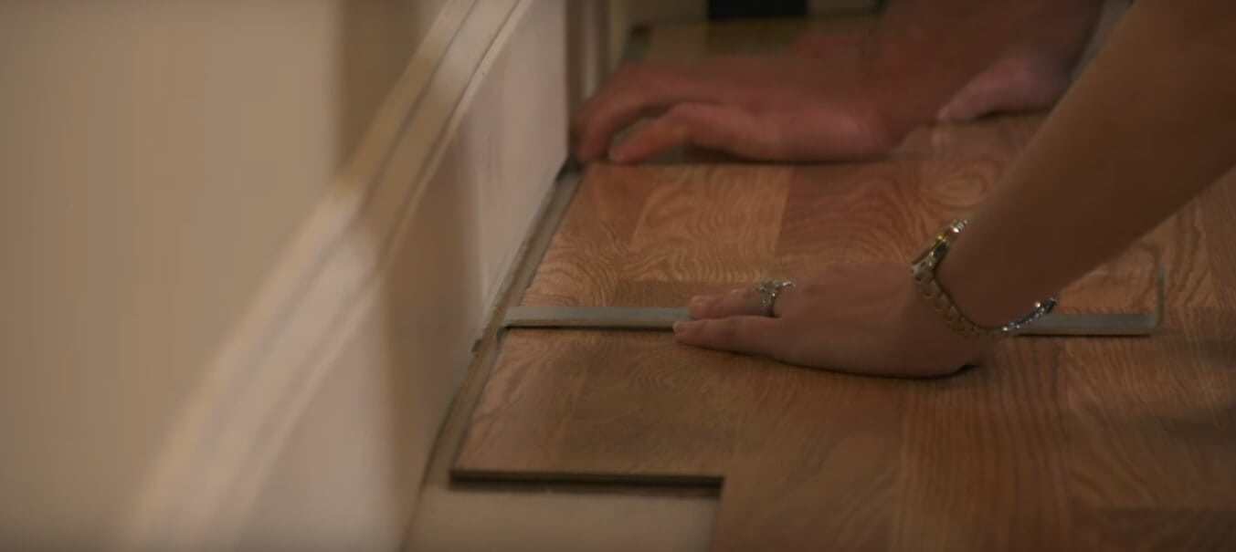use the pull bar foe the last row of laminate flooring